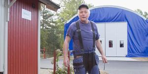 Sören Olsson startade familjeföretaget Trähuset i Tyresö 1995. Nu har produktionen av stugor, bodar och garage flyttat till Sorunda.