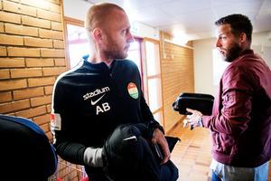 Tränaren Andreas Brännström, till vänster, och målvakten Frank Pettersson. Bild: Ulf Palm/TT Nyhetsbyrån.