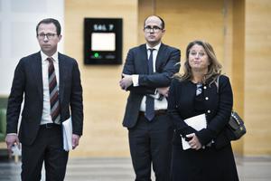 Advokaterna Sverker Bonde och Cristopher Stridh som företräder Cassandra oil Technology AB och advokat Malin Börjesson som företräder Länsförsäkringar Bergslagen i tvisten.