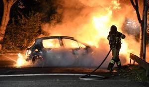 Bilbränder är inget unikt för Västerås. Ett förslag från SD är en samverkan mellan räddningstjänst och civilsamhället i form av så kallade civila insatspersoner, vilka är frivilliga privatpersoner. Foto: Johan Nilsson/TT