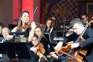 Rosanne Philippens violin och István Várdai cello,  var solister i andra avdelningen av konserten.