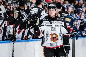 Mathias Hellgren har fått en flygande start i HHC och toppar den interna poängligan med sex mål och två assist på åtta matcher.