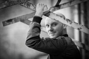Artisten Emanuel Bagge, med rötter ifrån Nordingrå har blivit nominerad för koreografin i musikalen – Spring Awakening.