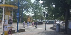 Jehovas vittnen står ibland och delar ut tryckta broschyrer vid övergångsstället på Järnvägsgatan i Nynäshamn. Organisationen vill fortsätta med och har därför lämnat in en ny ansökan till Polismyndigheten.