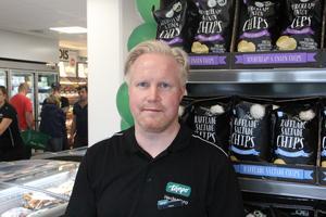 Hasse Johansson är butikschef för det nyöppnade Tempo.