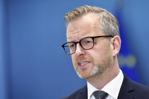 Inrikesminister Mikael Damberg (S) håller pressträff. Foto: TT.