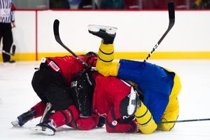 Sverige hade det svårt när de mötte Kanada i grekisk-romersk brottning i OS-genrepet. Foto: Petter Arvidson (Bildbyrån).