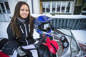 Eleonor Wiksten i Funäsdalen älskar att köra skoter.