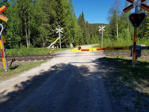 Bild: Privat. Järnvägsövergången där Tommy Olsson var tvungen att knäcka bommarna.