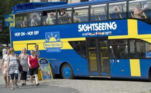 Bussbolagen letar attraktiva besöksmål resmål inom landet, och det blir ofta fullbokade bussresor, med drygt 50 deltagare! Ofta faller blicken på Norrtälje. Men som det är i dag är stor risk att Norrtälje fina stadskärna väljs bort – av en så prosaisk anledning att någon bussparkering nära stadskärnan inte kan utlovas, skriver Anders Djerf och Michael Blum. Foto: Leif R Jansson, TT.