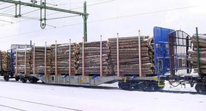 Järnvägsvagn nummer 300, liknande den här och med lastsäkring från Färila, är på väg för leverans.
