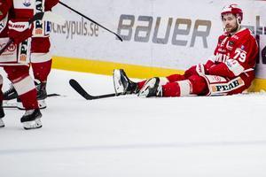 Avslutningen i Timrås slutade med degradering till hockeyallsvenskan, vilket tog hårt på Rensfeldt. Bild: Pär Olert/Bildbyrån