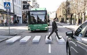Helsingborgs stads tredimensionella streck kanske kan lära bilisterna i Sundsvall? Bild: Johan Nilsson/TT