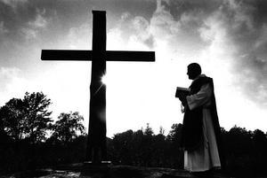 Minnesplatsen invigdes 14 september 1992, med bland andra prästen Jens Frandsen. Ur Sten B Noréns bildarkiv