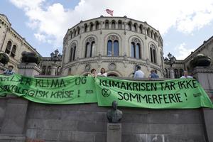 Även i Norge hålls klimataktioner utanför Stortinget. Foto: Ole Berg-Rusten