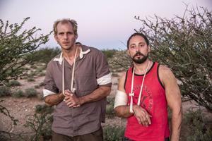 Gustaf Skarsgård och Matias Varela som som Martin Schibbye och Johan Persson i filmen