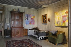 Mitt i huset finns en enorm sal, i dag kallar vi ett sådant rum för vardagsrum.