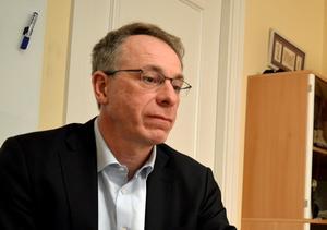 Jörg Bassek, vd på Maserhallen, berättar att man kallat in extrena tekniker för att ta reda på orsaken till läckaget i Maserhallen.