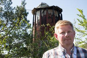 Fastighetsägaren Claes Johansson berättar att återuppbyggnaden av Nynäshamns eldhärjade vattentorn dras i gång i augusti.