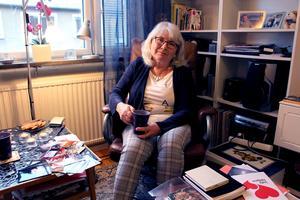 Margaretha visar bilder från Thailand. Vi träffas i lägenheten i Gävle, den som hon och Inge flyttade till för 20 år sedan.