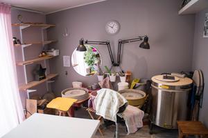 Garaget byggdes om till keramikverkstad.