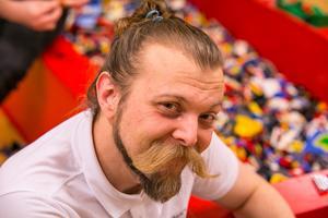 Stefan Eriksson är en lika stor legonörd som OS-guldmedaljören i höjdhopp Stefan Holm, men han hoppar inte lika högt.