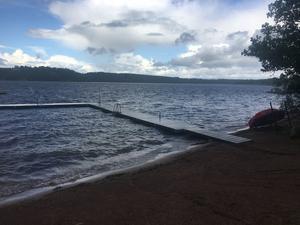 Tranås och Aneby kommuner fortsätter att avråda från att bada i och dricka vattnet från sjön Noen.