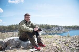Martin Olofsson leder fjärilsvandringen i Stora Vika den 6 juli.