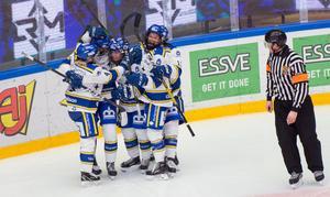 Leksandsjubel efter Kajsa Armborgs 5–2-mål – som länge såg ut att bli matchvinnande. Men Brynäs ville annat...