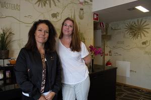 När polisen åker ut på larm om misstänkt människohandel följer ofta regionskoordinatorerna med. De erbjuder stöd till både hotell, sexköpare och de som sålt sex. Carmen Jorro Martinex och Anna Runesson ansvarar för polisregion mitt.