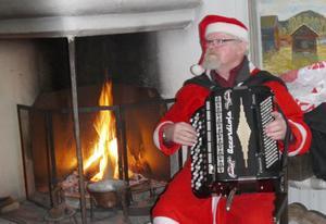Tomten spelade dragspel på första advent. Foto: Lajla Gahnström