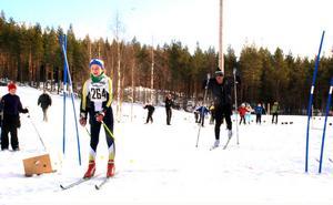 35 sekunder i handikapp - det var nog för Michelle Cranning-Hillgren som slog Gunde Svan i 2012 års upplaga av skicrossen.