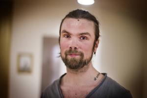 Johan Lundback började med yoga för Camilla Silver för sex år sedan. Nu undervisar han själv i ashtanga vinyasa yoga.