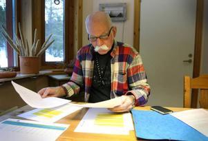 Christer Andersson har startat ett eget litet krig för att ge Lillsjöhögen bättre strömförsörjning.