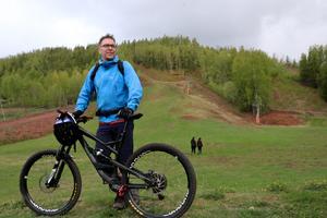 Cykelleder vid Kvarntorpsbacken, här Mattias Holmstrand i Kumla skidförening.