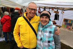 Leif Wallén, marknadsgeneral, och Liga Berg som är konsthantverkare och deltog i Sannamarken 2018.Foto: Peter Eriksson/Arkiv