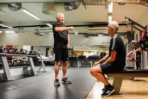 Sune Lindahl (höger) ser träningen som en social aktivitet.