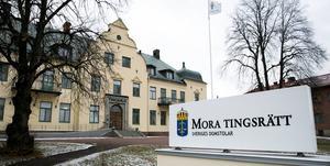 En man åtalas vid Mora tingsrätt misstänkt för misshandel vid tre olika tillfällen.