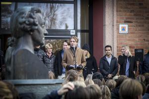 Simon Sätherberg ordförande i elevkåren på Wargentinskolan talade under torsdagens manifestation mot mobbning.