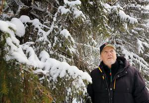 Jan-Olof Östling delar den fjällnära skogen med släktingar. De protesterar inte mot att de inte får avverka, men mot att de inte får vedertagen ersättning.