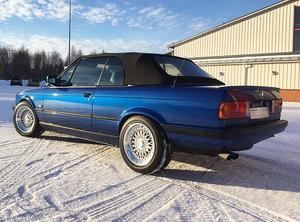 En blå BMW stals vid ett inbrott i ett garage i Rättvik natten till tisdag. (Foto: privat)