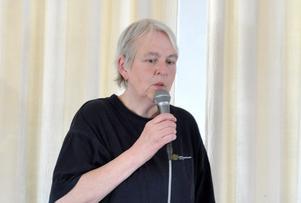 Sonja Pedersén, från Civilförsvarsförbundet, pratade om 72 timmar som gör skillnad och demonstrerade praktiska hjälpmedel. Foto: Karin Jirdén