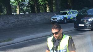Polisen kontrollerade bilar på Stockholmsvägen på söndagsmorgonen.
