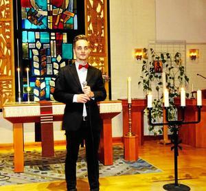 Solisten Jonathan Wåhlstedt väl samlad.Foto: Kjell Larsson.