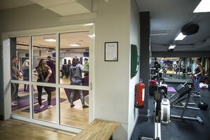 Elever och betalande gymbesökare kommer att samsas om platsen.