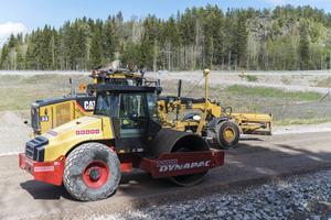 Svevia är nu på plats och jobbar med ytlagren inför asfaltsbeläggningen som drar i gång till veckan.