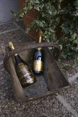 10 000 flaskor om året.Jessicas champagne heter Thierry Perrion.varianter.