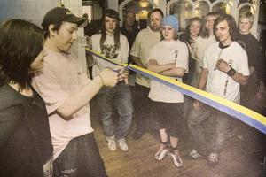 Sammy Werme klippte av bandet när ungdomskaféet Nattugglan invigs i Söderhamn.