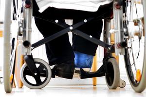 Gipsat ben. I går återvände den 74-årige mannen till servicehuset Lustigknopp där han låg med obehandlat benbrott i två veckor.