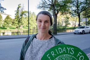 – Vi kan inte ha en ung generation som går in i framtiden med hopplöshet. Snöbollen måste börja rulla fortare, nu får det vara slutsnackat, säger Katarina Strandahl.